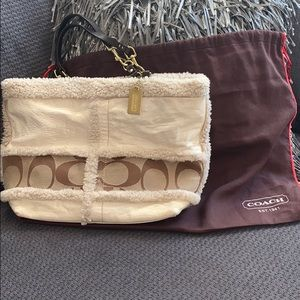 Coach stunner! Pre loved and still gorgeous!